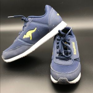 KangaROOS Boys Size 3 runners. Navy Blue